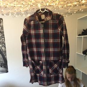 Skjortebluse med lynlås fra Only. Str 3 - Århus - Skjortebluse med lynlås fra Only. Str 36. - Århus