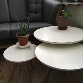 """""""Bloom"""" sofabordsæt. Købt i Sinnerup p - Århus - """"Bloom"""" sofabordsæt. Købt i Sinnerup på udsalg for 1000, dengang nedsat fra 2200. Bordet har meget få små skrammer. De er vist på de sidste to billeder. - Århus"""