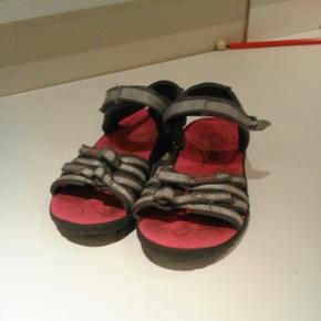 Sandaler. Gmb. Grå/sølv. God let sanda - Esbjerg - Sandaler. Gmb. Grå/sølv. God let sandal med god sål. - Esbjerg