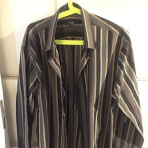 Men's casual/evening shirt from Peter We - København - Men's casual/evening shirt from Peter Werth collection, great English designer, showing size5, 50 cm collar, 55cm armpit to cuff, 60cm armpit to armpit MALE A BID !! Fishing bids not answered - København