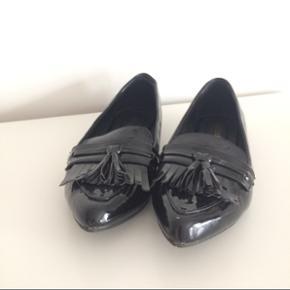 Blanke sorte loafers fra Boohoo. Er kun  - Næstved - Blanke sorte loafers fra Boohoo. Er kun blevet brugt 1 gang. Fejler ikke noget - Næstved