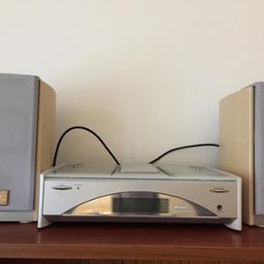 JVC anlæg med cd afspiller/radio og aux - Århus - JVC anlæg med cd afspiller/radio og aux og 2 højtalere. Pris 130kr - Århus