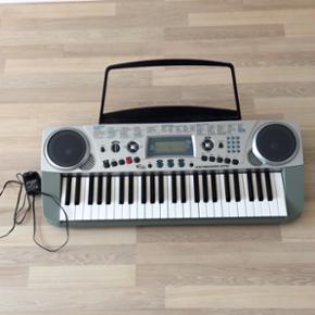 Keyboard 670, med mange funktioner. Til  - Esbjerg - Keyboard 670, med mange funktioner. Til batterier og alm. stik. Inkl. stik til høretelefoner!! Brugt af 2 børn men fungerer uden fejl, mangler og skrammer. Kan bringes til Vejen, ellers afhentes i Esbjerg - Esbjerg