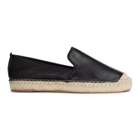 H&M - Premium quality skind espadrilles  - København - H&M - Premium quality skind espadrilles / sko Skoene er brugt to gange og fremstår næsten som nye. De er lavet i ægte skind. Nypris var 349 kroner. Ingen bytte. - København