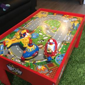 WOW legebord med legetøj til. Super fin - Herning - WOW legebord med legetøj til. Super fint bord med mindre brugsskrammer. - Herning