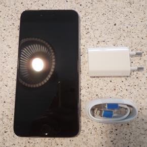 IPhone 6 plus space grey 128gb Sælger d - Odense - IPhone 6 plus space grey 128gb Sælger denne flotte iPhone da den ik bli'r brugt mere. Den er i flot stand med lidt brugsridser som næsten ik kan ses. Det eneste er at finger scanner ikke virker. Ellers fejler den intet. Skærmen er som ny, helt - Odense