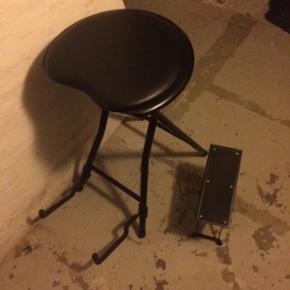 Guitar stol og fodstøtte. Stolen funger - Esbjerg - Guitar stol og fodstøtte. Stolen fungere også som holder til guitaren når den ikke er i brug - Esbjerg
