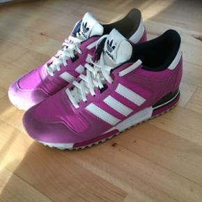 Super fede Adidas sneakers i pink str. 4 - Århus - Super fede Adidas sneakers i pink str. 40 2/3. Ikke brugt ret meget, så standen er derfor god. Byd gerne - Århus