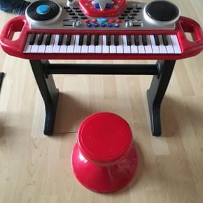 Keyboard brugt få gange mikrofon medfø - Aalborg  - Keyboard brugt få gange mikrofon medfølger - Aalborg