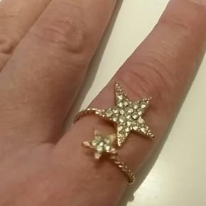 Ring med 2 stjerner. Kan udvides efter s - København - Ring med 2 stjerner. Kan udvides efter størrelse. Kun prøvet på. Sender ikke... - København