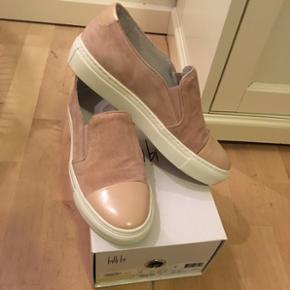 Billi Bi sko, brugt en gang, så ingen t - Billund - Billi Bi sko, brugt en gang, så ingen tegn på slid. Er købt en størrelse for små, så sælger derfor. Str. 38 Np. 899 kr. - Billund