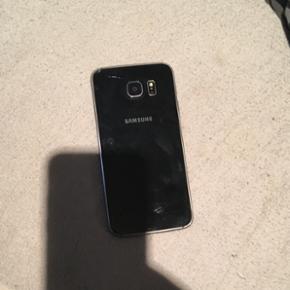 Samsung galaxy s6 sælges. Der medfølge - Esbjerg - Samsung galaxy s6 sælges. Der medfølger kasse, to kabler og et ladestik. Lille flænge bagpå, tjek billede. Kom med et bud? - Esbjerg
