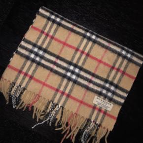 Sælger Burberry halstørklæde Som ny - Hjørring - Sælger Burberry halstørklæde Som ny - Hjørring