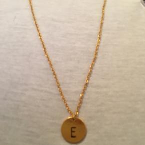 En cute halskæde med et E - En cute halskæde med et E