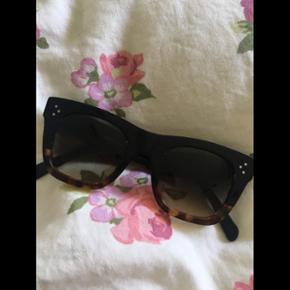 Sælger/bytter disse fine Céline Cathri - Horsens - Sælger/bytter disse fine Céline Cathrine solbriller! Fin i stand! Hvis du har et par designer solbriller du gerne vil af med, så kontakter du mig bare! :) - Horsens