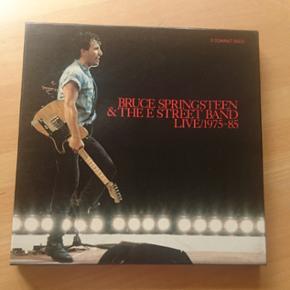 Bruce Springsteen & the e street band li - Skanderborg - Bruce Springsteen & the e street band live/1975-85 alle tre cd'er, der medfølger originalt cd hæft med Byd - Skanderborg
