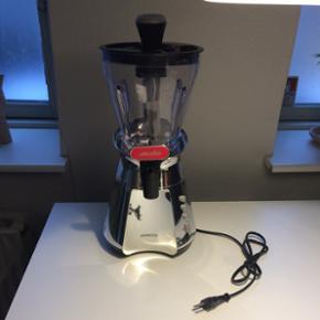 Kenwood smoothie maskine. :) Et par år  - Vejle - Kenwood smoothie maskine. :) Et par år gammel og brugt få gange. Jeg er til at forhandle med. - Vejle
