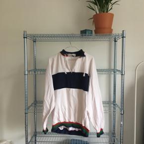 Sweatshirt i str L. Har en misfarvning p - København - Sweatshirt i str L. Har en misfarvning på ærmet - København