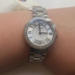 Fossil sølv dame ur. Har aldrig været  - Århus - Fossil sølv dame ur. Har aldrig været brugt, derfor stadig med plastik på urskiven og mærke siddende på. Stadig med garanti. - Århus