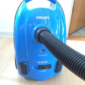 Philips power life 1600w støvsuger - he - Esbjerg - Philips power life 1600w støvsuger - helt ny. Kun brugt i ganske kort tid, da min kæreste og jeg flyttede sammen. Den suger som en drøm, men der medfølger ingen ekstra mundstykker. - Esbjerg