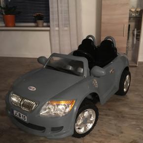 El BMW bil til børn sælges.. Den er 70 - Herning - El BMW bil til børn sælges.. Den er 70x140 og batteriet er 12v. Der er plads til to børn. Meget flot og velholdt, brugt få gange. Ny pris 2795kr - Herning