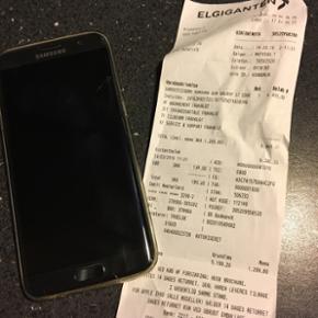Samsung Galaxy s7 edge med flækket skæ - Frederikshavn - Samsung Galaxy s7 edge med flækket skærm. Den virker dog som den skal! Der er kvittering, kasse og lader med. Kan ikke finde høretelefonerne - Frederikshavn