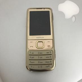 Nokia 6700 gold En dejlig behagelig tele - København - Nokia 6700 gold En dejlig behagelig telefon, som holder tilstrækkelig langtid i forhold til smartphones :) Flot stand, og den er ikke sim-låst. - København