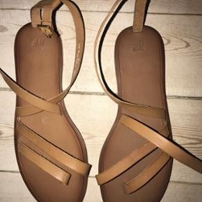 ALDRIG BRUGT HM sandal i læder Np 349 - Aalborg  - ALDRIG BRUGT HM sandal i læder Np 349 - Aalborg