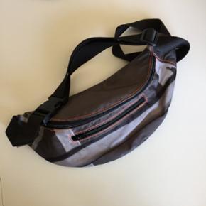 Cool mavebæltetaske lavet af bagtæppet - Århus - Cool mavebæltetaske lavet af bagtæppet fra Nik og Jays sommer tour i 2013