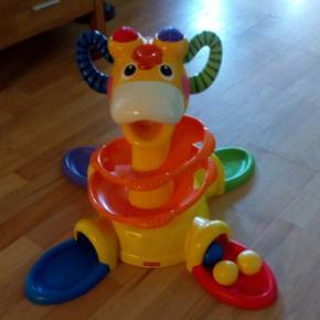 Giraf med lyd, lys og 4 bolde 75 kr Pete - Aalborg  - Giraf med lyd, lys og 4 bolde 75 kr Peter plys værkstedsbord 125 kr - Aalborg