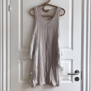 Dress from Object Cute dress with a tigh - København - Dress from Object Cute dress with a tight fitting inner dress, and loose outer layer. Great condition - København