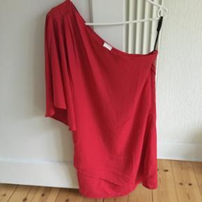 One-shoulder rød kjole fra Object m. fl - Næstved - One-shoulder rød kjole fra Object m. flot ærme str. S (brugt 1 gang) - Næstved