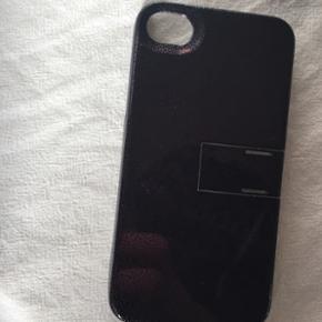 Cover til iPhone 4 Lille klap kan klappe - Århus - Cover til iPhone 4 Lille klap kan klappes ud så din iPhone kan stå på siden, hvis man evt. ser film på den eller gps Byd - Århus