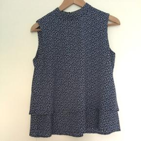 Lovely blue pattern summer top Fits a si - København - Lovely blue pattern summer top Fits a size M(38) Airy non-wrinkle material - København
