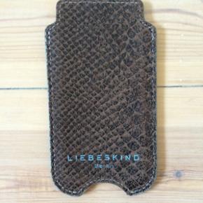 Cover til IPhone 5 fra Liebeskind Berlin - København - Cover til IPhone 5 fra Liebeskind Berlin. Ægte læder. ALDRIG BRUGT. Super fin stand. Mp 170 kr. - København