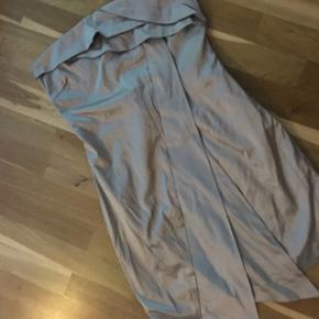 Kjole fra Vila. Str. L. Er brugt efter G - Århus - Kjole fra Vila. Str. L. Er brugt efter Galla, brugt få gange. NP 450kr. - Århus