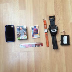 BYD. Blåt cover til iPhone 4/4's, en li - Silkeborg - BYD. Blåt cover til iPhone 4/4's, en lineal med One direction på 15cm, en stak fodboldkort, en lille stak med inderst inde kort, et orange ur som ikke virker mangler kun batterier, et kæmpe spy ur som jeg ikk kan finde ud at at bruge kan ik - Silkeborg