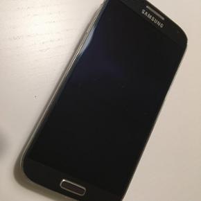 Samsung Galaxy S4 sælges. Byd! - Den vi - Aalborg  - Samsung Galaxy S4 sælges. Byd! - Den virker upåklageligt. - Der er quad vore processor, 2gb huk. - 16 GB lagringsplads som kan udvides med SD kort (medfølger ikke). - Tlf. Er pæn og velholdt. - Der medfølger cover og et ekstra batteri samt - Aalborg