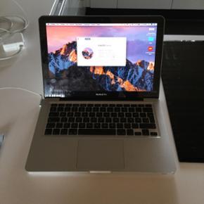 """MacBook Pro 13"""" med i7 processor sælges - Vejen - MacBook Pro 13"""" med i7 processor sælges Jeg sælger min MacBook, som er fra 2011. I 2015 fik den et tjek ved Humac i Kolding, hvor alle skavanker blev tjekket og fikset. Den har flænge i skærmen, men som det ses på billederne, ses flængen kun - Vejen"""