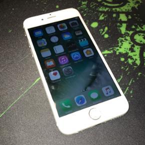 IPhone 6, 16GB, Silver Flot stand, få b - Aalborg  - IPhone 6, 16GB, Silver Flot stand, få brugs ridser, original skærm med rigtige farver. Knap 2 år gammel, købt hos 3. Tilbehør medfølger ikke - Du byder kun på telefon. Ved bud under den satte pris kan telefonen ikke reseveres. - Aalborg