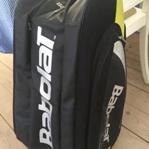 Stor tennistaske fra Babolar. Brugt een  - Helsingør - Stor tennistaske fra Babolar. Brugt een sæson. Afhentes i Espergærde/Helsingør. - Helsingør