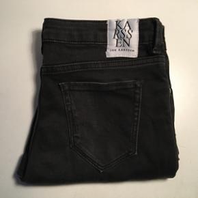 Zoe Karssen lange sorte denim jeans. Str - Skive - Zoe Karssen lange sorte denim jeans. Str. 29. Aldrig brugt. Nypris 1100 kr. - Skive
