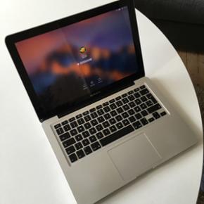 """MacBook Pro 13"""" mid 2012 8 GB Ram 5000 k - Aalborg  - MacBook Pro 13"""" mid 2012 8 GB Ram 5000 kr. Den har lige været inde hos Apple, hvor de oplyser, den kører helt som den skal. Den er købt som en 4 GB, hvor den har fået en opgradering til 8 GB. Der er nogle skønhedsfejl i hjørnerne (vises p - Aalborg"""