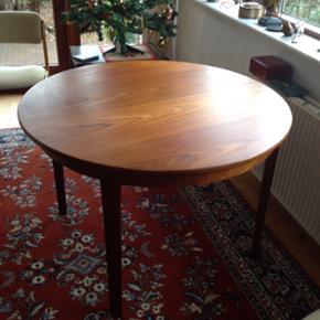 Smukt teaktræsbord, retro, højde 74 cm - Esbjerg - Smukt teaktræsbord, retro, højde 74 cm. Diameter 110 cm. Sælges grundet ommøblering. - Esbjerg