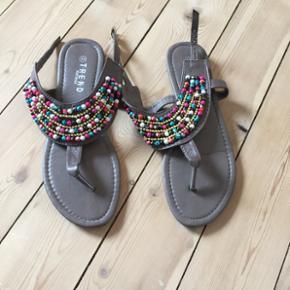 Sandaler fra Trend Accessories. Brugt en - Aalborg  - Sandaler fra Trend Accessories. Brugt en enkelt gang Befinder dig i Nørresundby - Aalborg