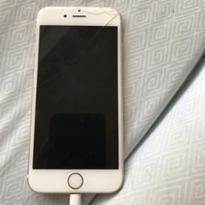 IPhone 6 64gb guld sælges hvis rette pr - Bramming - IPhone 6 64gb guld sælges hvis rette pris bydes.. Flænge i skærm og ridser men virker upåklageligt :) Haster ikke med at sælge da jeg allerede har en ny mobil og har allerede bud på den :) - Bramming