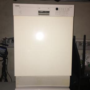 Siemens opvaskemaskine, årgang ukendt.  - Aalborg  - Siemens opvaskemaskine, årgang ukendt. Virker upåklageligt. BYD! - Aalborg