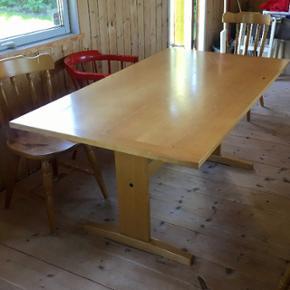 Spisebord i træ til seks personer. Læn - Aalborg  - Spisebord i træ til seks personer. Længde 160 cm, bredde 90cm, højde 73cm. Befinder sig i Vejgaard og sælges da det er for stort :-) Prisidé 450kr, men kom med et bud! - Aalborg