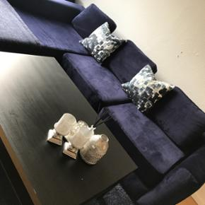 Sofa, sofabord og tæppe sælges. Nypris - Odense - Sofa, sofabord og tæppe sælges. Nypris på sofa ca. 15.000, ca 6 måneder gammelt. BYD - Odense