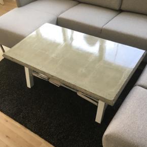 Vildt fedt beton sofabord med Hvidt stel - Århus - Vildt fedt beton sofabord med Hvidt stel:) hjemmelavet! Mål: 120x71x48 BYD! :) - Århus